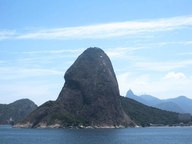 Sugarloaf_Mountain_upsideriver